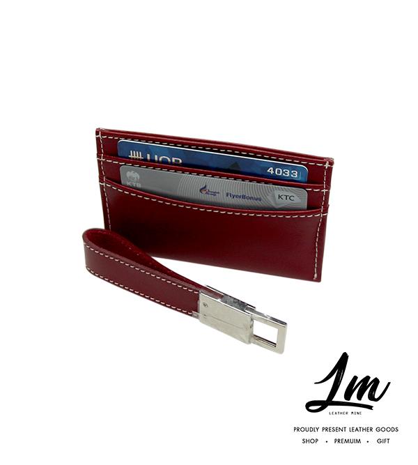 ชุดของพรีเมี่ยม - พวงกุญแจ & ซองนามบัตร BURGRANDY
